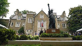 La Statua della Libertà in miniatura, all'ambasciata francese di Washington DC