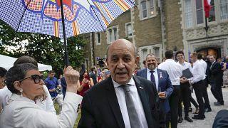 وزير الخارجية الفرنسي جان إيف لودريان في مقر إقامة السفير الفرنسي في واشنطن. 2021/07/14