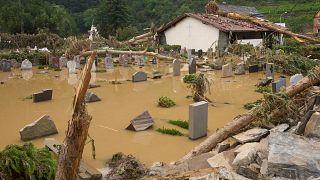 Hochwasser: Mindestens 100 Tote - mehrere Häuser in Erftstadt eingestürzt