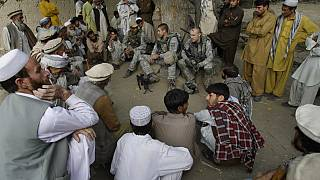 Afgán tolmácsok fordítanak az amerikai katonáknak
