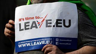 لافتة بريطانية تدعو إلى مغادرة الاتحاد الأوروبي