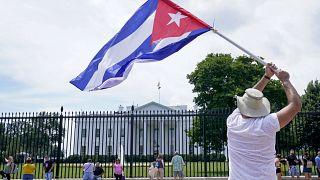 Protesta en favor del pueblo cubano frente a la Casa Blanca