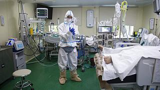 في مستشفى المدينة رقم 52 لمرضى فيروس كورونا في موسكو، روسيا، 13 يوليو 2021