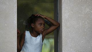 Egy kislány Haiti fővárosában, Port-au-Prince-ben