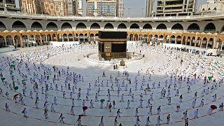 صورة أرشيفية لحجاج في مكة