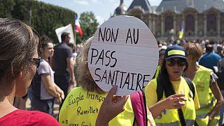 Franceses protestam contra novas medidas sanitárias
