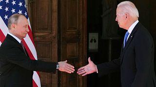 Rusya Devlet Başkanı Vladimir Putin (sol), ABD Başkanı Joe Biden / Cenevre