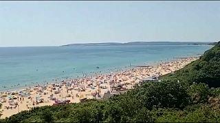 Gran Bretagna: spiagge prese d'assalto nel weekend