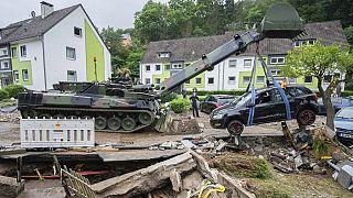 Mentést végző katonai jármű Hagenben
