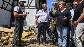 Almanya Başbakanı Angela Merkel selden etkilenen yerleri ziyaret etti