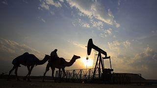 Архивное фото нефтяного месторождения в Бахрейне