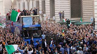 جانب من الاحتفالات بفوز المنتخب الإيطالي بكأس يورو 2020، روما 12 يوليو 2021