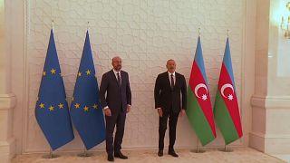 Charles Michel junto a Ilham Alíev este domingo en Bakú
