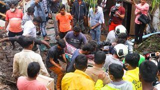 شاهد: مقتل العشرات بسبب الأمطار الموسمية بمدينة مومباي الهندية