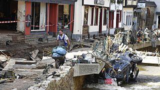 Berlino invia l'esercito nelle zone alluvionate. Mercoledì lo sblocco degli aiuti d'urgenza