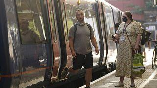 Bahnreisende in London