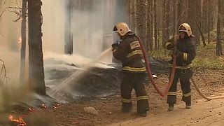 Спасатели тушат лесные пожары в Якутии