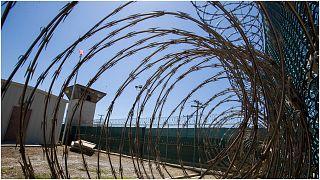 """سجن غوانتانامو الواقع داخل قاعدة عسكرية أميركية في كوبا والذي تحوّل إلى رمز للتجاوزات المرتكبة في إطار """"الحرب على الإرهاب"""" التي أطلقت بعد هجمات 11 أيلول/سبتمبر 2001."""