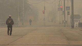 Yakutsk, capital de Yakutia, completamente cubierta por el humo