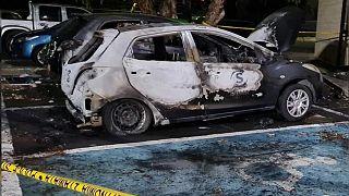 Kıbrıs'ta Sigma TV önündeki gösteri sırasında bazı araçlar ateşe verildi
