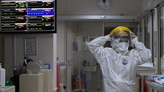 Türkiye'de son 24 saatte 7 bin 667 kişinin testi pozitif çıktı, 50 kişi hayatını kaybetti