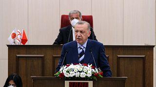 Ciprusra látogatott Recep Tayyip Erdoğan a sziget lerohanásának évfordulóján
