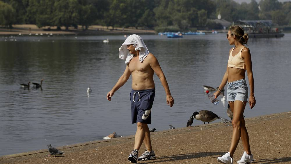 Britain's meteorological agency issued its first-ever extreme weather warning, forecasting that the mercury could climb to 33°C later this week. T