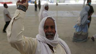 السعودية نيوز |      شاهد | الحجاج يرمون جمرة العقبة الكبرى ويحتفلون بالأضحى