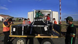 Vacinas da AstraZeneca doadas por Portugal chegam a Díli, Timor