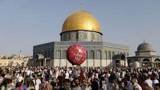 أمام المسجد الأقصى
