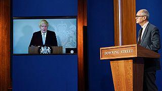 Boris Johnson ve Sir Patrick Vallance basın toplantısında