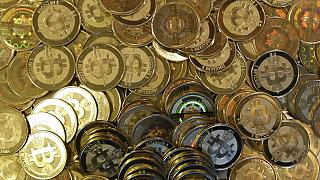 Bitcoin son 4 ayda yarı yarıya değer kaybederek 30 bin ABD Doları'nın altına düştü.