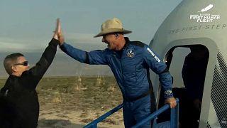 جيف بيزوس، مؤسس أمازون وشركة بلو أوريجين للسياحة الفضائية، في 20 يوليو 2021