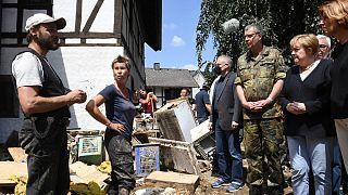 Angela Merkel visitou as vítimas das cheias na Alemanha