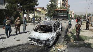 Beschädigtes Auto nach den Raketeneinschlägen in Kabul