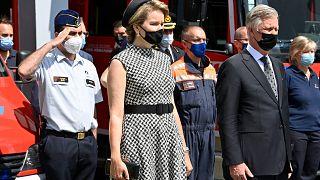 Belçika Kralı Philippe ve Kraliçe Mathilde, sel felaketinde yaşamını yitirenler için bir dakikalık saygı duruşunda bulundu
