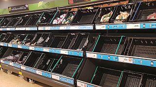Les rayons de plusieurs supermarchés britanniques sont vides.