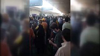 مقطعا فيديو من إيران؛ الأول يظهر هتافات في طهران ضد النظام والثاني يبيّن عمليات إطلاق نار على متظاهرين في الاحتجاجات المتواصلة غربي البلاد بسبب نقص المياه