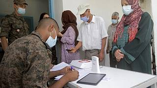 Tunus'ta aşı kuyruğu