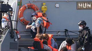 عبور غیرقانونی مهاجران و پناهجویان از کانال مانش
