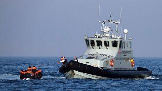 Manş denizinde yakalanan kaçak göçmen botu