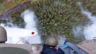 Militares russos combatem incêndios