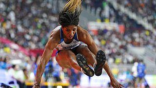 Die britische Olympionikin Abigail Irozuru stand im Euronews-Interview Rede und Antwort. Hier eine Archivaufnahme der Weitspringerin während eines Wettbewerbs in Katar