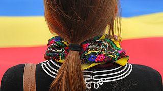 Frau vor Flagge Moldawiens, Symbolbild, 14.11.2016