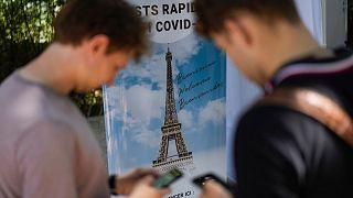 موج چهارم همهگیری کرونا در فرانسه و الزام ارائه گواهینامه واکسن در مراکز تفریحی و فرهنگی