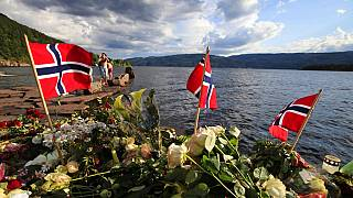 Homenajes a las víctimas en Sundvollen, cerca de Utoya, tras la matanza en 2011