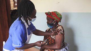 تزریق واکسن کرونا در اوگاندا