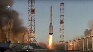 """صاروخ """"بروتون أم"""" المعزز الذي يحمل وحدة """"ناووكا"""" ينطلق من منصة الإطلاق في منشأة الفضاء الروسية في بايكونور، كازاخستان. 2021/07/21"""
