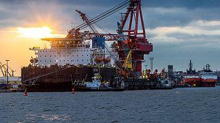"""Le navire russe """"Fortuna"""" dans le port de Wismar, en Allemagne, le 14 janvier dernier, utilisé pour les travaux de construction du gazoduc Nord Stream 2"""