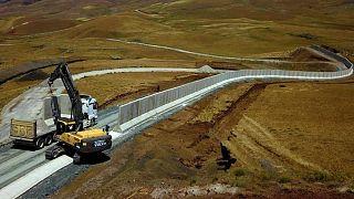 نصب دیوار بتنی در مرز ترکیه